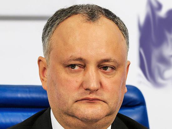 Додон прождал Путина четыре часа и «наградил» его молдавским вином