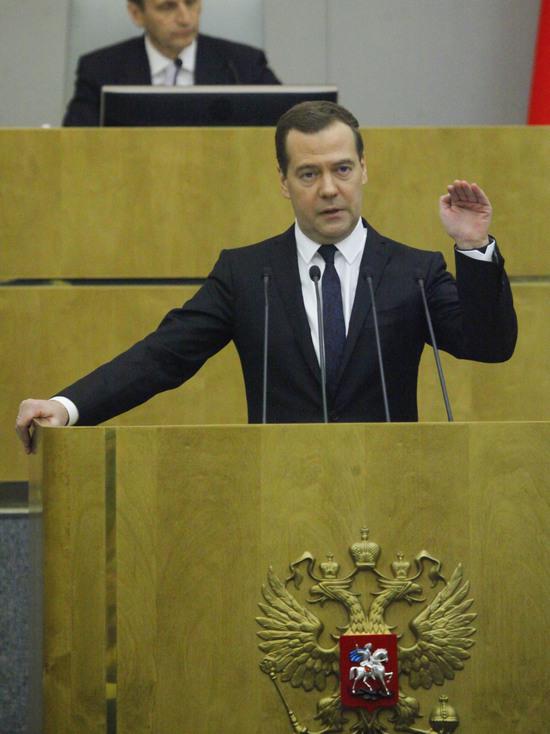 Госдума объяснила, почему не спросит Медведева о расследовании Навального