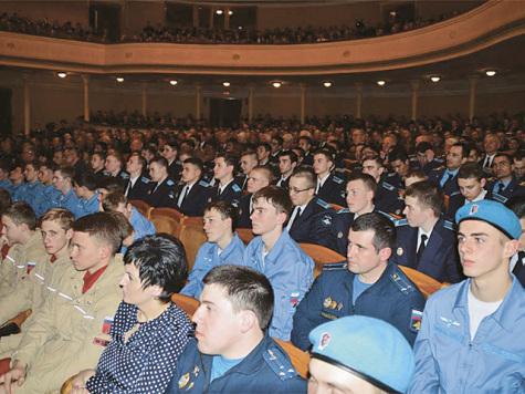 Воронежских курсантов поздравили из космоса