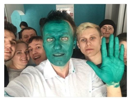 На Навального напали в Барнауле при открытии предвыборного штаба