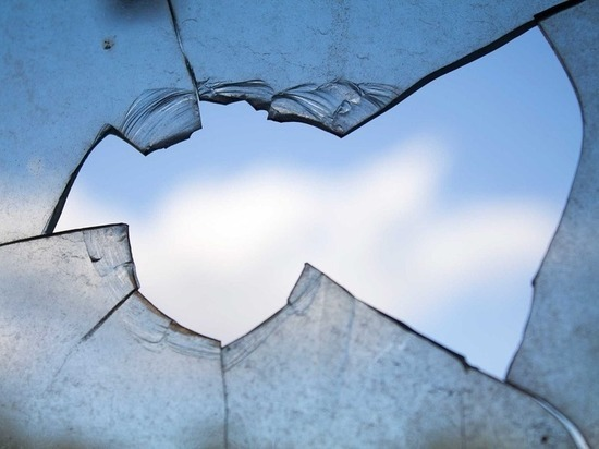 Хулиганы разбили стекол на 7000 рублей в студии Никиты Михалкова
