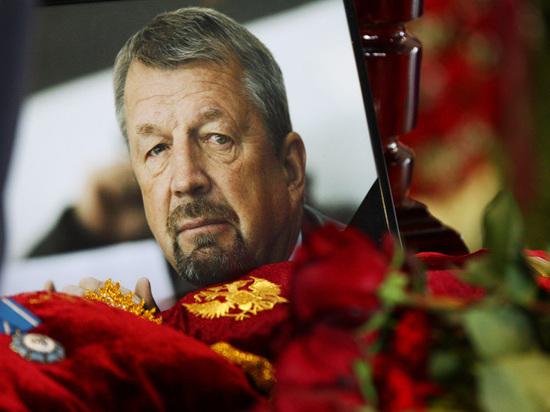 Москва простилась с хоккеистом и телекомментатором Сергеем Гимаевым