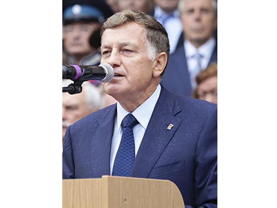 Спикера петербургского парламента официально попросили снять крестик или надеть трусы