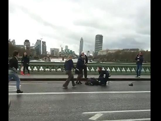 Опубликовано видео расстрела у британского парламента: ранены люди