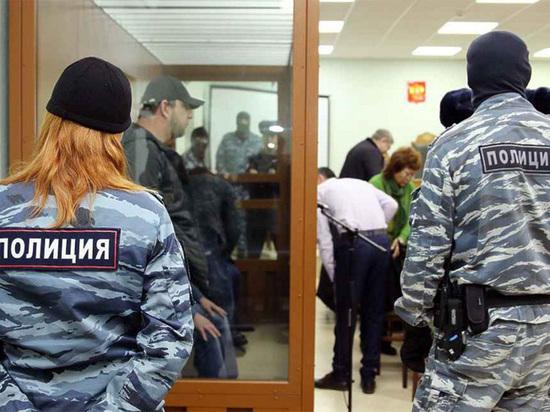 Дело Немцова: старшина присяжных пожаловался на визит посланника от обвиняемого