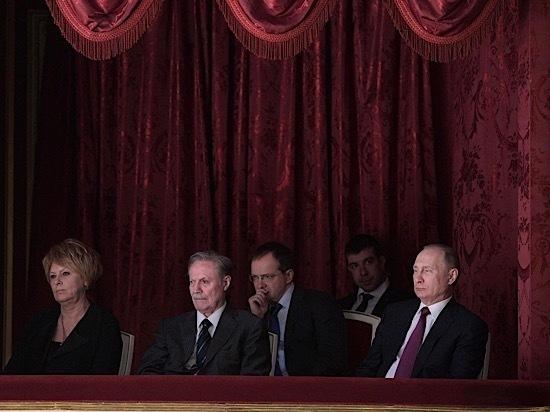 """Посещение Путиным спектакля """"Последняя жертва"""" заставило задуматься о злом роке"""