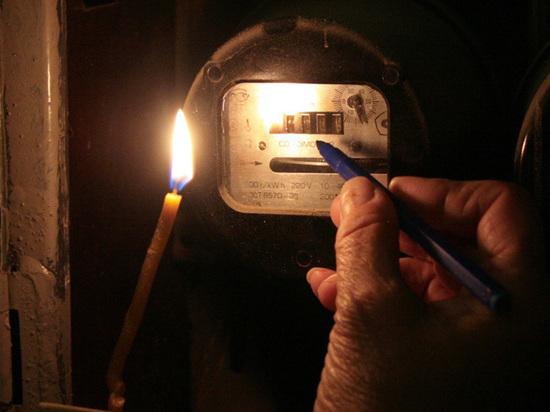 """Всем россиянам собрались поставить """"умные"""" счетчики, отключающие электричество должникам"""