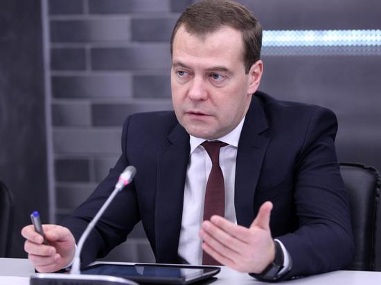 РФ продолжит курс наразумное импортозамещение— Медведев