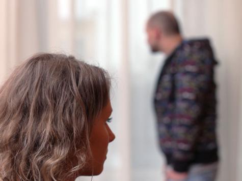 Три истории о ревности: как супруги шпионят друг за другом