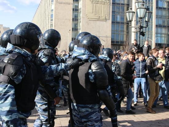 Число задержанных наакциях в столицеРФ  превысило 500 человек
