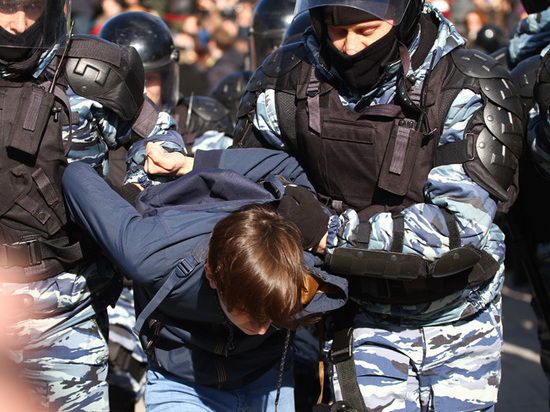 Единая Россия без кавычек вышла на улицы