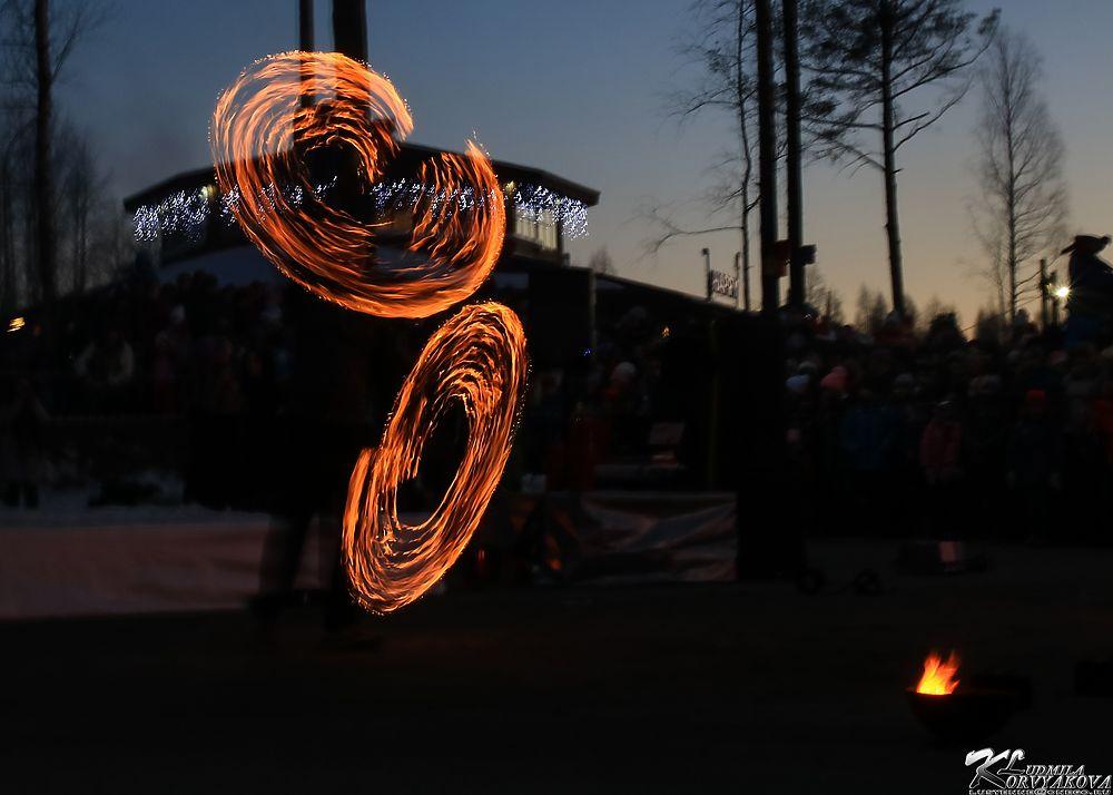 Файерболом по серости: В Петрозаводске устроили фейер-шоу