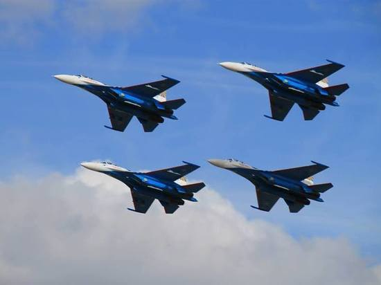На аэродроме «Северный» в Смоленске состоялось грандиозное авиашоу и показ военной техники