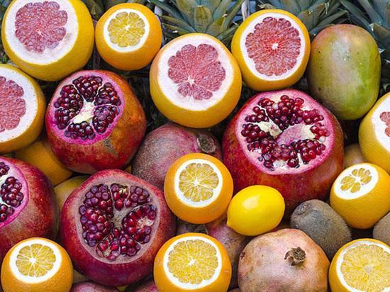 Биологи: человека из обезьяны сделали фрукты