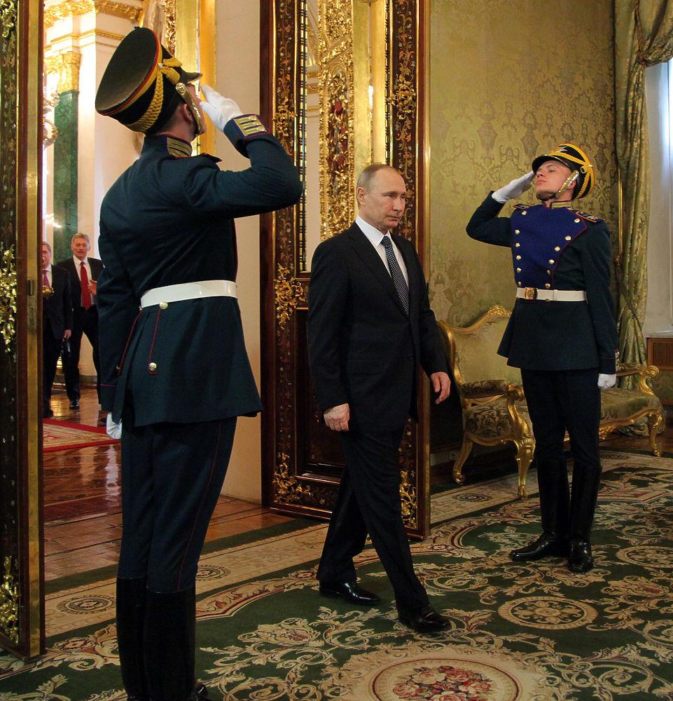 Владимир Путин встретился сегодня в Кремле с президентом Ирана Хасаном Рухани. Лидеры обсудили проблемы борьбы с терроризмом, кризис в Сирии и развитие сотрудничества России и Ирана. В ходе встречи Путин отозвался об Иране как о добром соседе и надежном, стабильном партнере.