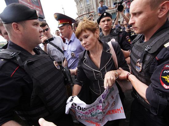 Лимонов прокомментировал предложение Сокурова запретить арестовывать женщин