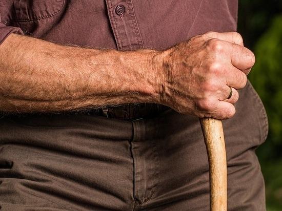 Импланты позволили парализованному человеку вновь двигать рукой