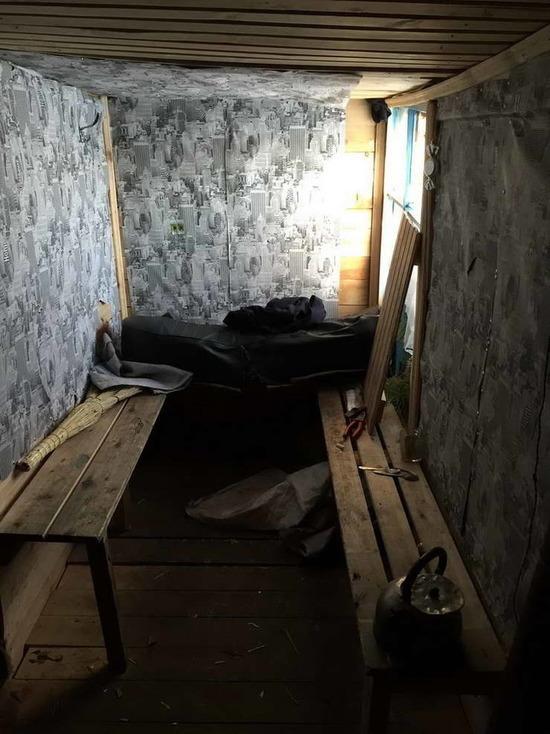 Омские школьники сколотили дом и устроили в нем подпольное казино