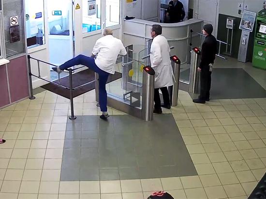 Врачи-гинекологи во главе с профессором устроили погоню за вором-карманником