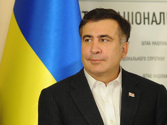 Саакашвили оконфузился на Мальте, решив сесть поближе к Порошенко