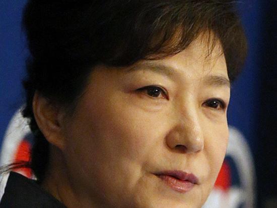 Экс-президент Южной Кореи арестована: за выходки подруги ей грозит «десяточка»