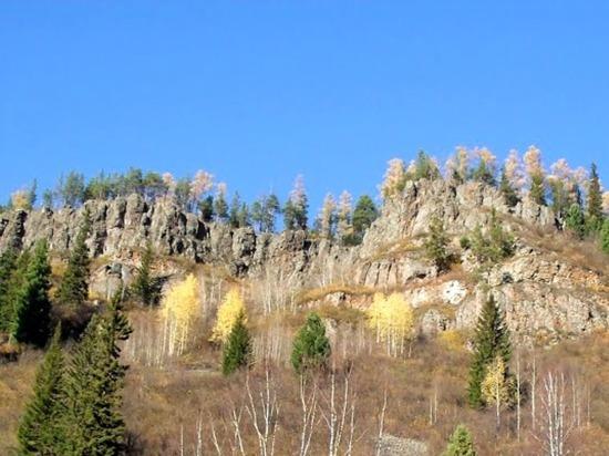 Разрушенные замки Качинских столбов в окрестностях Красноярска