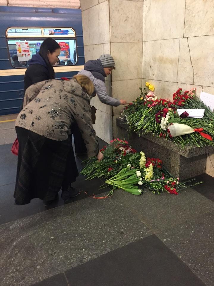 «Наш поезд уже приехал»: как погибших в петербургском теракте опознавали близкие