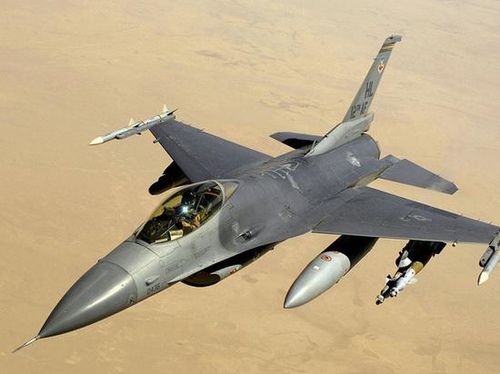 Истребитель F-16 едва не подорвал «Боинг» американского президента: разбор полетов