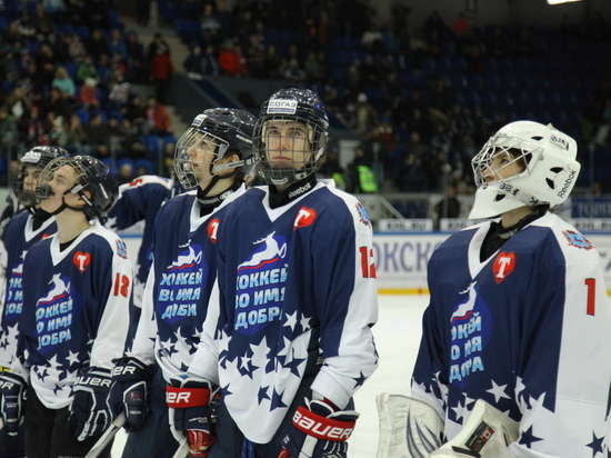 Благотворительный хоккейный матч прошел в Нижнем Новгороде