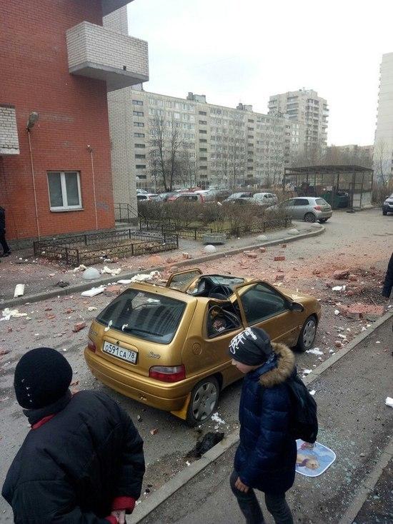 СМИ сообщили о взрыве в одном из жилых домов Петербурга