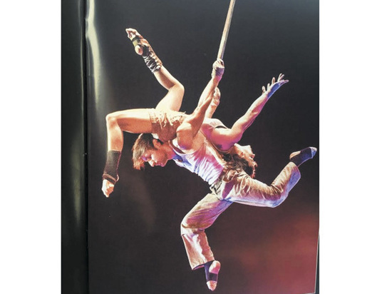 Цирковой артист, исполняющий уникальный трюк, стал жертвой квартирных мошенников
