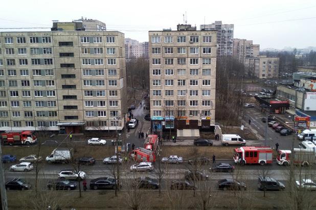 Следователи допросят смотрительницу подвала дома, где жили питерские террористы