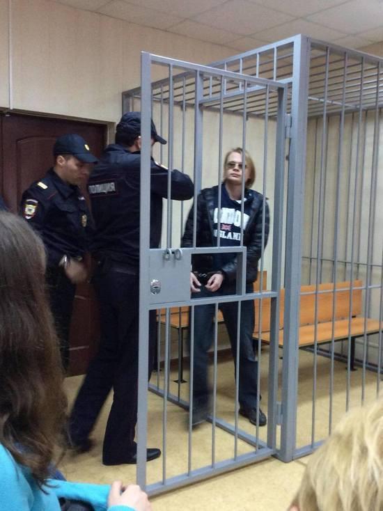 Задержанного за призывы к массовым беспорядкам преподавателя доставили в суд