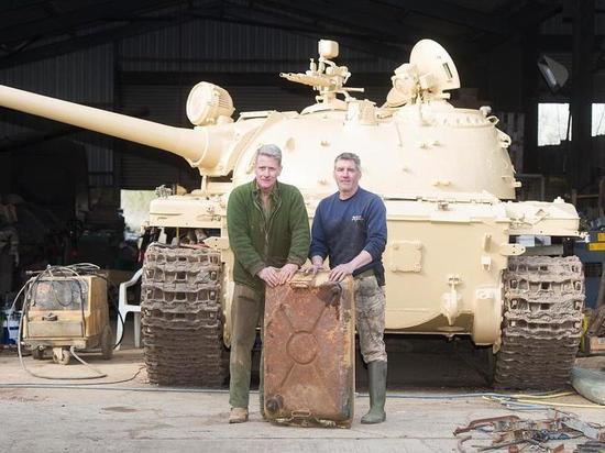 Житель Великобритании обнаружил золотые слитки в советском танке