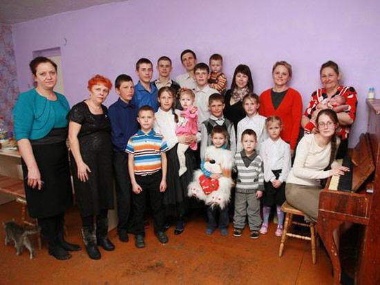 Алтайская пара побила рекорд: шестнадцатый ребенок родился «с Божьей помощью»