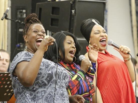 Звезды Бродвея и шоу American Idol спели на 100-летии Эллы Фицджеральд
