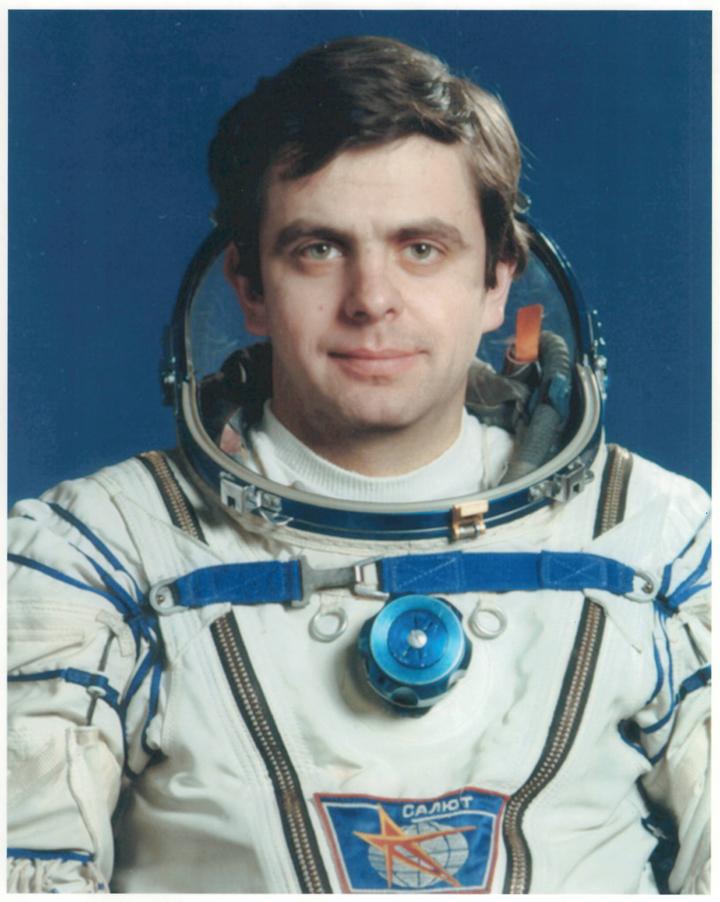 День космонавтики: герои СССР летали в зимних шапках а-ля «Армагеддон»