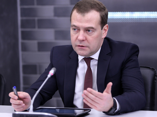 Медведев рассказал об опасности высоких цен на нефть
