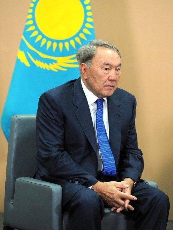 Эксперт: переводом казахского алфавита на латиницу Назарбаев запустит деградацию Казахстана