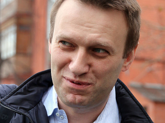 Навальный опять идет в суд