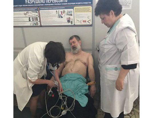 Задержанного оппозиционера Вячеслава Мальцева доставили в Москву на носилках