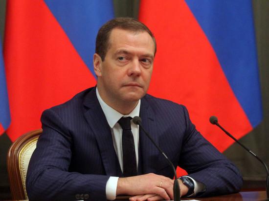 Медведев нашел 15 миллиардов рублей для подсанкционного крымского банка