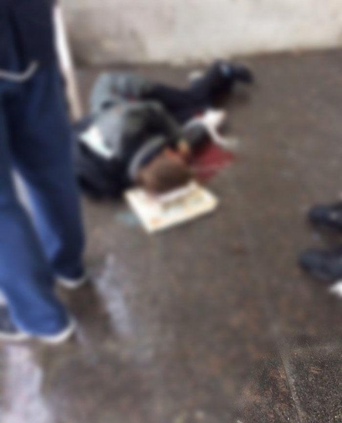 В Санкт-Петербурге на Васильевском островеподросток поднял с земли какой-то предмет, который взорвался у парня в руках