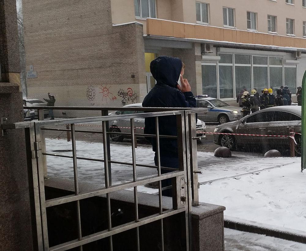 СМИ: взрыв в Петербурге прогремел при разборе неустановленного устройства