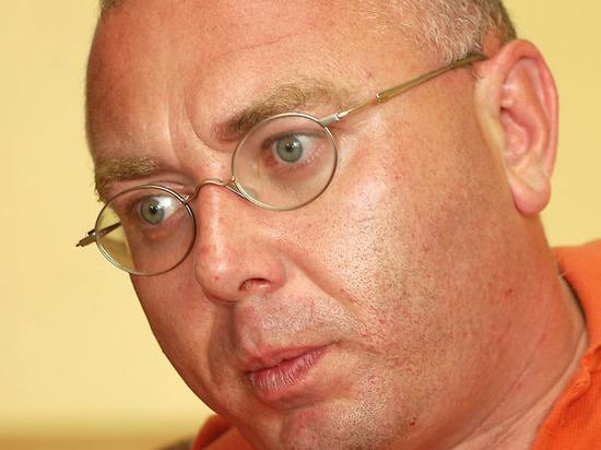 Телеведущего Павла Лобкова вкостюме пениса задержали вцентре столицы