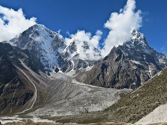 Погибших на Эвересте укроют саваном: российские альпинисты готовят уникальную экспедицию