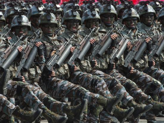 «Черные ниндзя» Северной Кореи: спецназ показал «парадную капусту»
