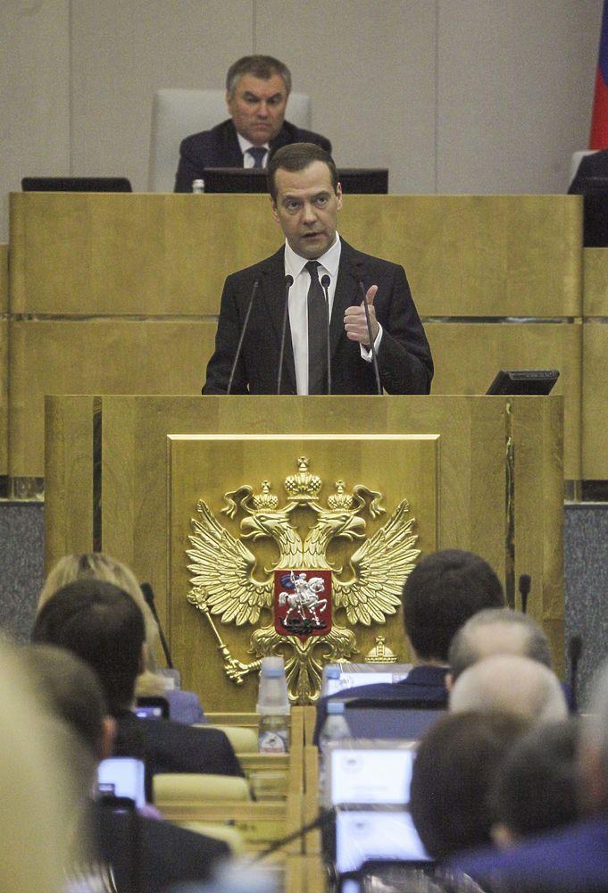 Премьер-министр Дмитрий Медведев отчитался о работе кабмина за 2016 год перед депутатами Госдумы