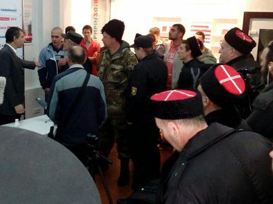 ««Хроника событий «Видеоновости «Наштаб Навального напали люди вказачьей форме