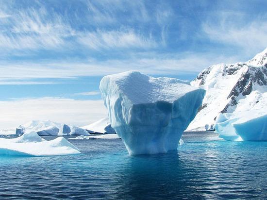 Ученые обнаружили вАнтарктиде реки иводопады
